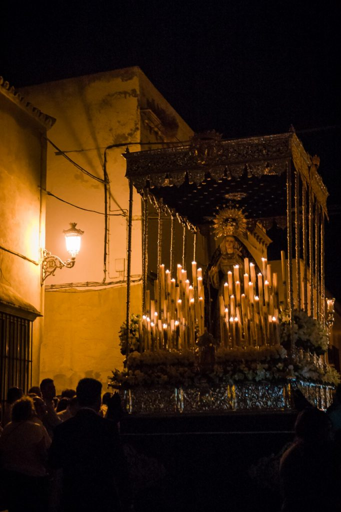 Virgen de las Angustias por la calle Carrera