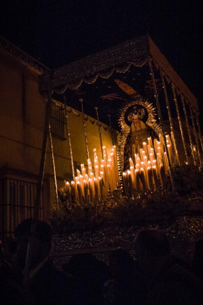 Virgen de la Soledad por la calle Carrera